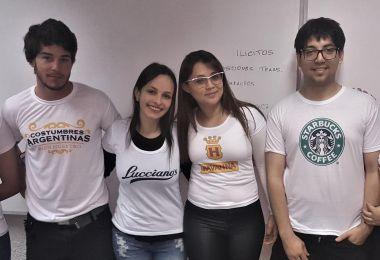Alumnos con la camiseta puesta