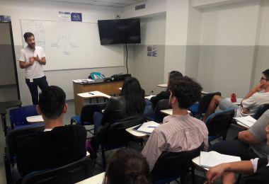 El egresado Vilariño visitó una comisión de Negocios Internacionales