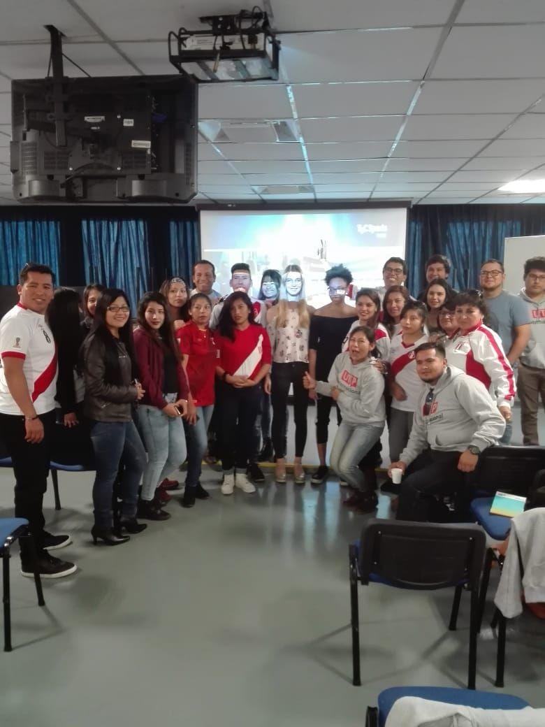 5. Alumnos de UTP e ISG en el Auditorio presenciando el partido.jpg