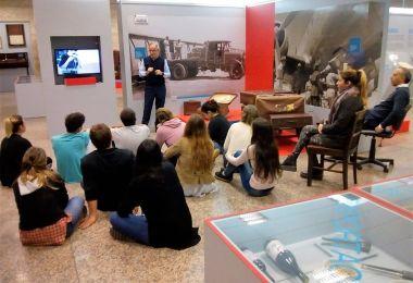 Los alumnos de Negocios Internacionales visitaron el museo de la AFIP