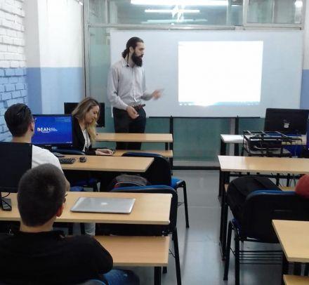 Federico Baldasserre e Inés Reser Pin al frente de la clase.jpg