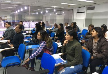 Capacitación sobre finanzas para alumnos de Perú y Francia